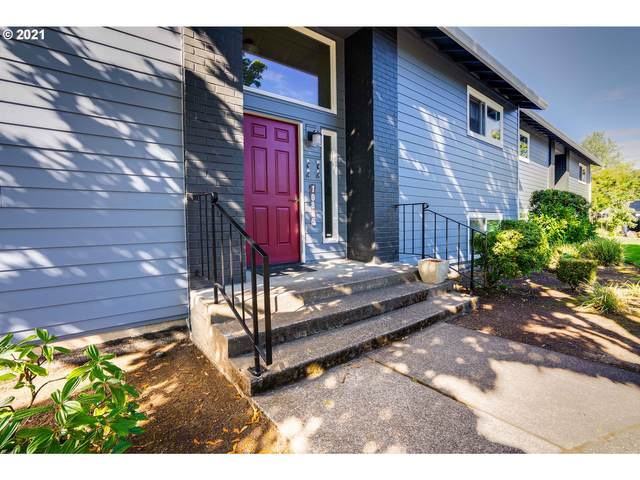 10930 SW Meadowbrook Dr #35, Tigard, OR 97224 (MLS #21548094) :: Coho Realty