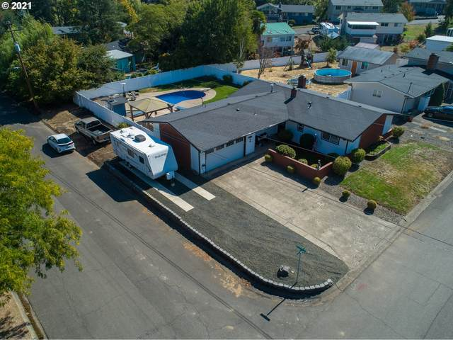 1381 NW Cherry Dr, Roseburg, OR 97471 (MLS #21549084) :: Townsend Jarvis Group Real Estate
