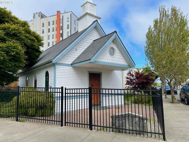 186 Commercial Ave, Coos Bay, OR 97420 (MLS #21549881) :: Beach Loop Realty