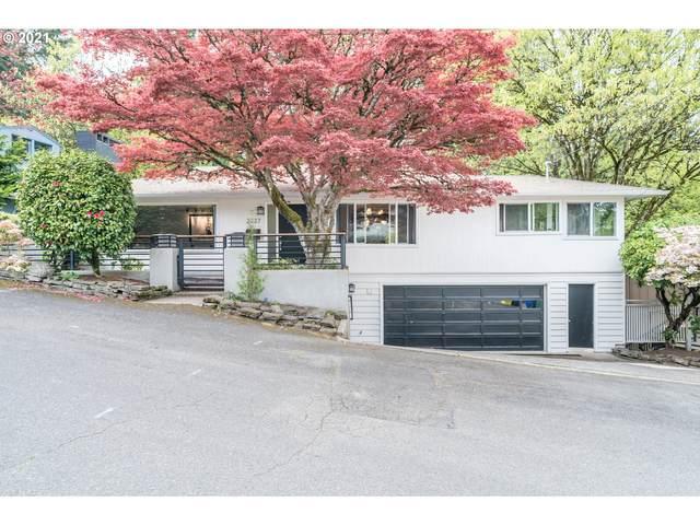 2727 SW Patton Ct, Portland, OR 97201 (MLS #21559838) :: Cano Real Estate