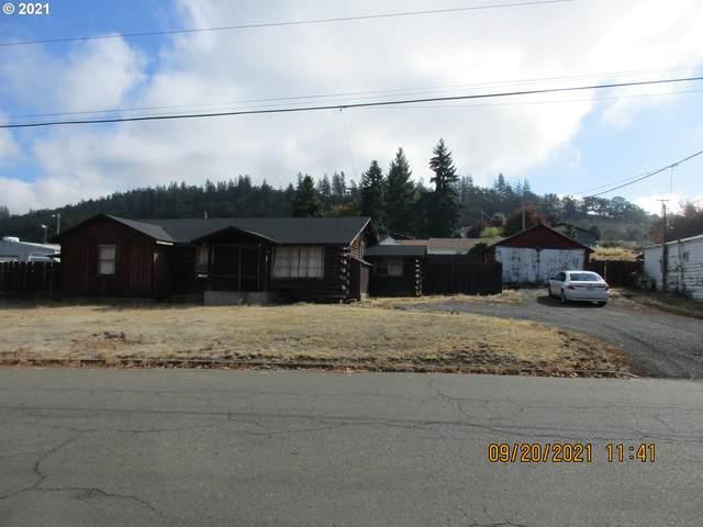 575 NE Rifle Range St, Roseburg, OR 97470 (MLS #21559871) :: Premiere Property Group LLC