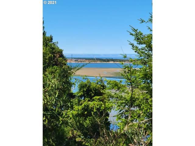 1865 Seagate Ave, Coos Bay, OR 97420 (MLS #21569817) :: Beach Loop Realty