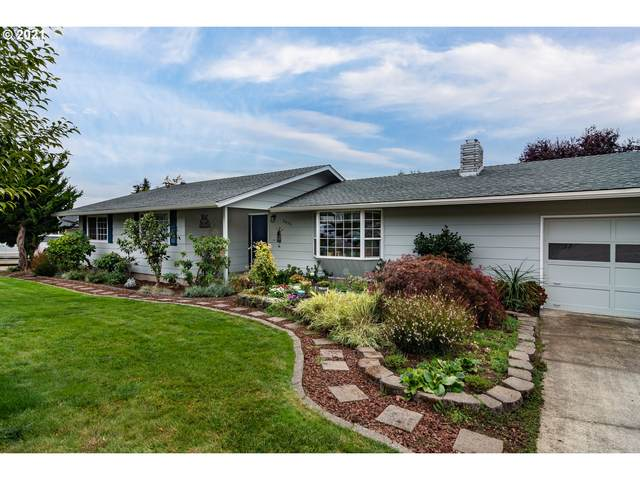 2035 NW Delridge Ave, Roseburg, OR 97471 (MLS #21577818) :: Premiere Property Group LLC
