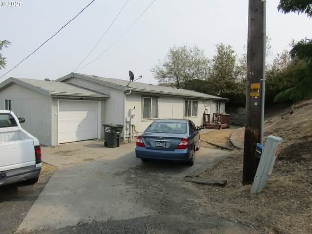 836 SW 6TH St, Pendleton, OR 97801 (MLS #21595373) :: Fox Real Estate Group