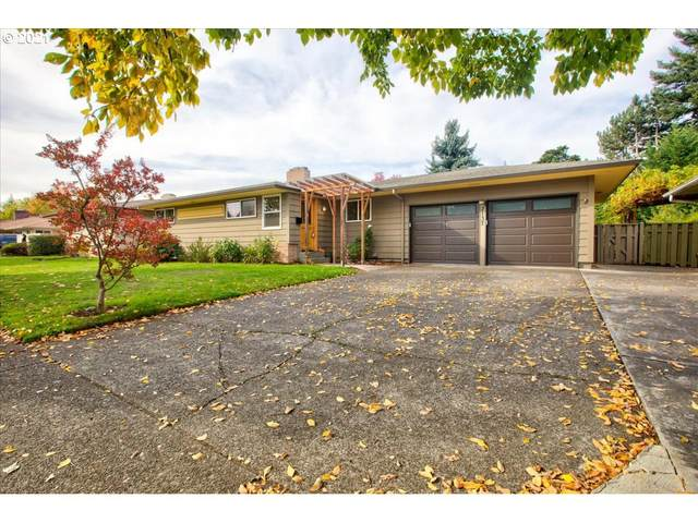 2137 SE 102ND Ave, Portland, OR 97216 (MLS #21598626) :: Fox Real Estate Group