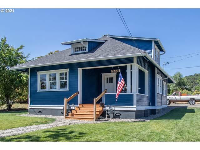 334 NE Nash St, Roseburg, OR 97470 (MLS #21598829) :: Holdhusen Real Estate Group