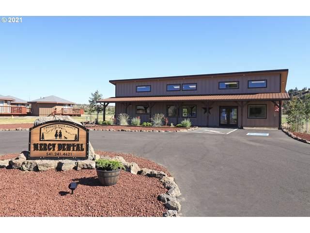 5021 SW Clubhouse Rd, Terrebonne, OR 97760 (MLS #21600990) :: Oregon Farm & Home Brokers