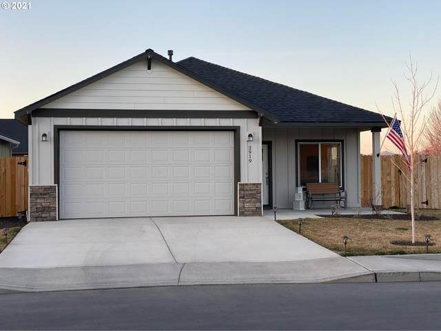 2919 NW Greenwood Ct, Redmond, OR 97756 (MLS #21606913) :: Brantley Christianson Real Estate