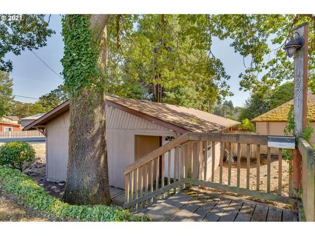 1221 Cowlitz St, St. Helens, OR 97051 (MLS #21609469) :: McKillion Real Estate Group