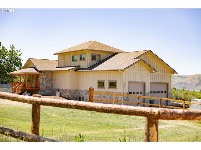 60952 Mountain View Dr, Cove, OR 97824 (MLS #21615393) :: Cano Real Estate
