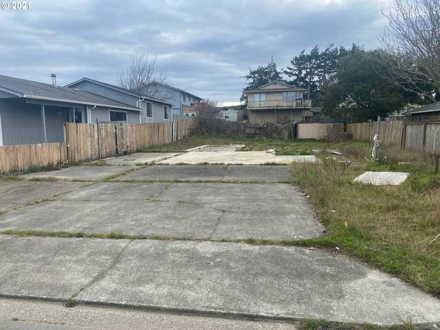 1115 Fenwick, Coos Bay, OR 97420 (MLS #21622423) :: Fox Real Estate Group