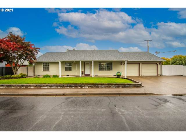 2581 NE Aaron Dr, Mcminnville, OR 97128 (MLS #21639219) :: Windermere Crest Realty