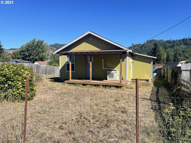 930 Ave C, Powers, OR 97466 (MLS #21639824) :: Fox Real Estate Group