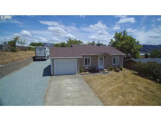 911 NE Jackson Ave, Myrtle Creek, OR 97457 (MLS #21639963) :: Holdhusen Real Estate Group