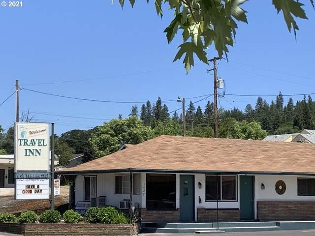1627 SE Stephens St, Roseburg, OR 97470 (MLS #21640548) :: McKillion Real Estate Group