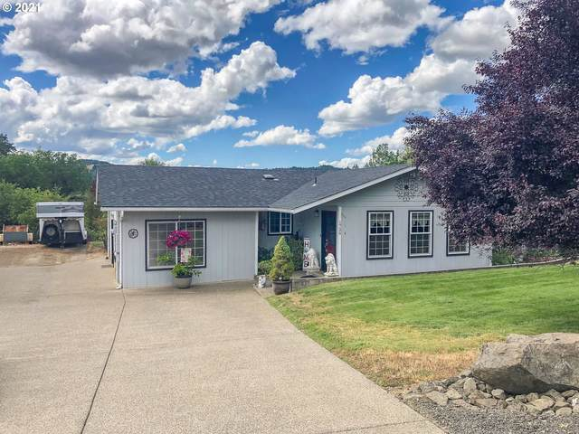 1726 Old Town Loop Rd, Oakland, OR 97462 (MLS #21648312) :: McKillion Real Estate Group