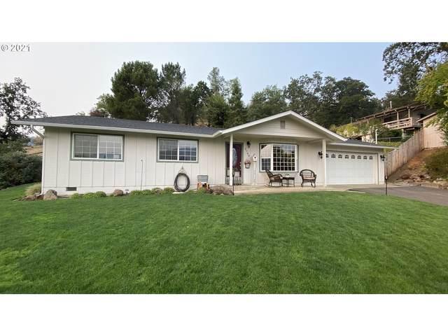 2788 NE Gordon Ave, Roseburg, OR 97470 (MLS #21655603) :: Fox Real Estate Group