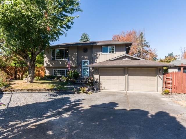 10607 NE Siskiyou St, Portland, OR 97220 (MLS #21656463) :: Lux Properties