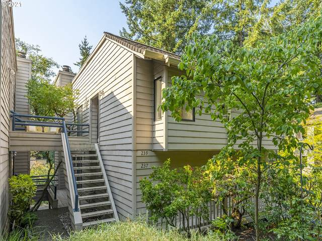 239 Cervantes, Lake Oswego, OR 97035 (MLS #21676477) :: Premiere Property Group LLC