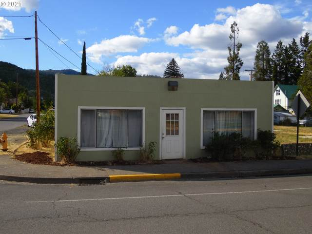 210 E First Ave, Riddle, OR 97469 (MLS #21678253) :: Holdhusen Real Estate Group