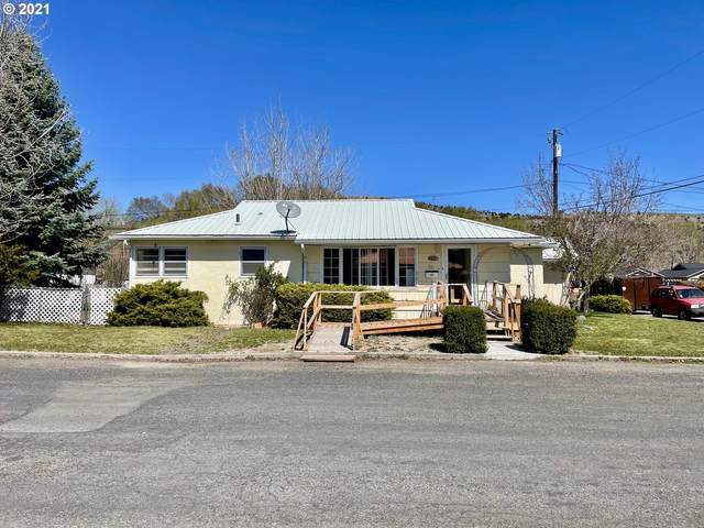 301 NW 5TH Ave, John Day, OR 97845 (MLS #21683436) :: Stellar Realty Northwest