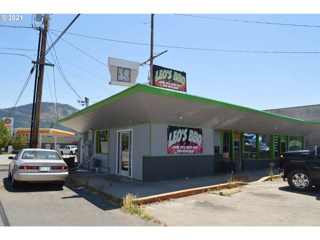 949 Rogue River Hwy, Grants Pass, OR 97527 (MLS #21683850) :: The Liu Group