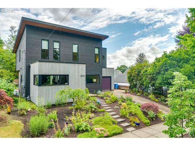 2540 SE Clay St, Portland, OR 97214 (MLS #21689746) :: McKillion Real Estate Group