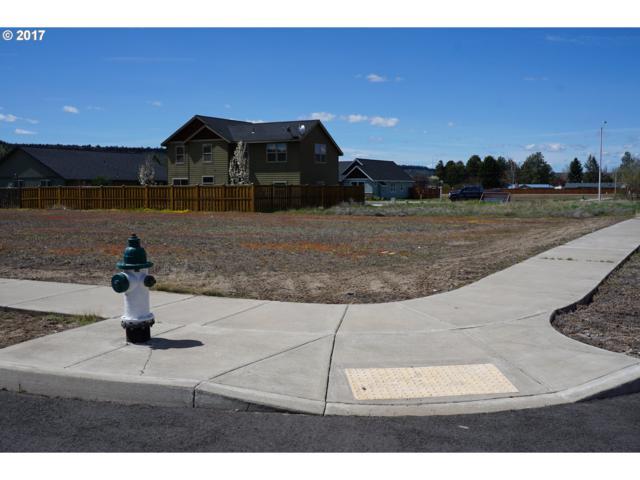 307 SE Sumner Dr, Prineville, OR 97754 (MLS #17003784) :: Cano Real Estate