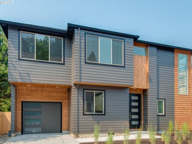8001 SE Cesar E Chavez Blvd, Portland, OR 97202 (MLS #17059823) :: Hatch Homes Group