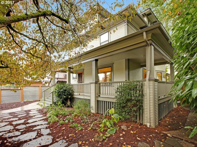 2033 SE Ash St, Portland, OR 97214 (MLS #17184583) :: Hatch Homes Group