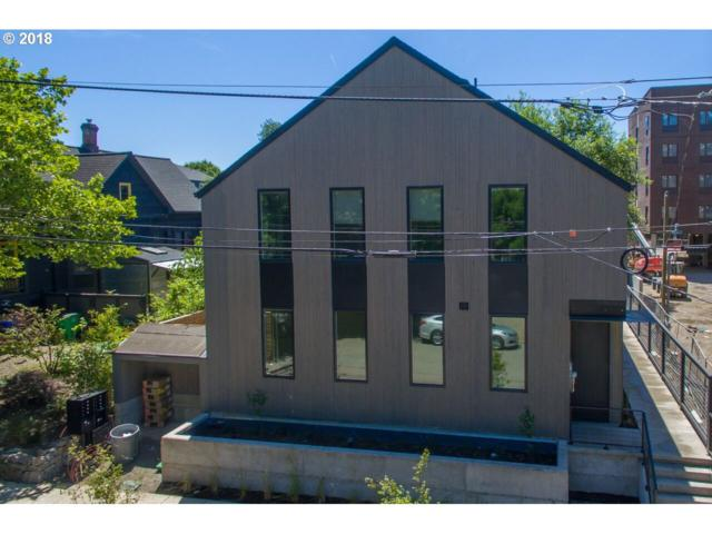 434 NE Ivy St, Portland, OR 97212 (MLS #18246881) :: Fox Real Estate Group