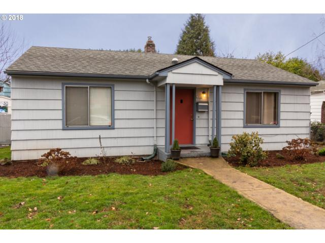 2888 SE Sherman St, Portland, OR 97214 (MLS #18406474) :: Fox Real Estate Group