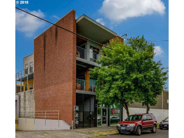 216 SE 8TH Ave, Portland, OR 97214 (MLS #18642264) :: Hatch Homes Group