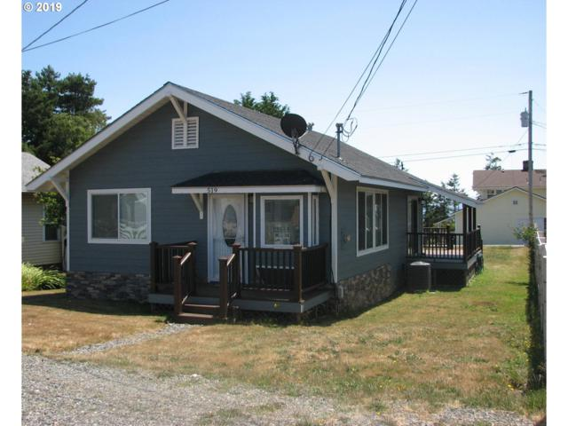 519 Pine St, Brookings, OR 97415 (MLS #19026069) :: Brantley Christianson Real Estate