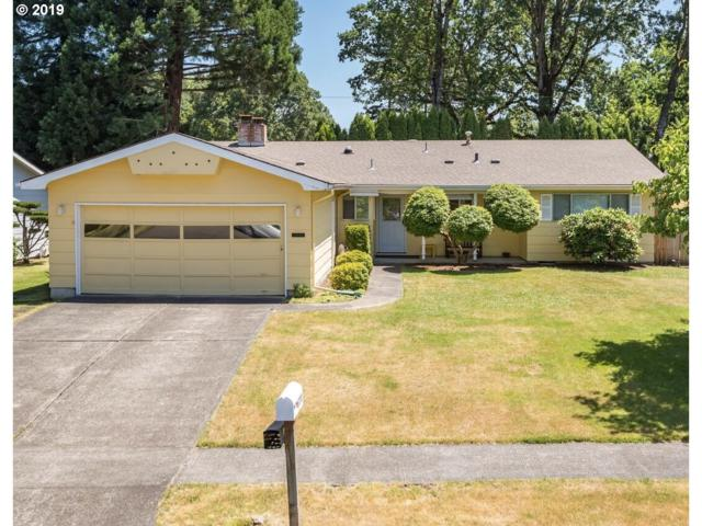 6770 SW Oakwood Dr, Beaverton, OR 97008 (MLS #19183518) :: Homehelper Consultants
