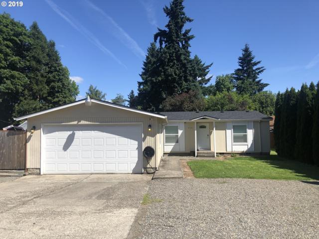 8541 SE Hood St, Clackamas, OR 97015 (MLS #19289198) :: Matin Real Estate Group