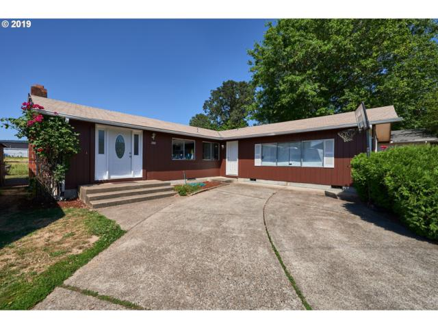 2001 Oak Dr, Newberg, OR 97132 (MLS #19463973) :: Cano Real Estate