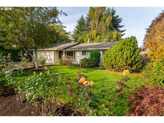 905 Marie Ave, Newberg, OR 97132 (MLS #19512510) :: McKillion Real Estate Group