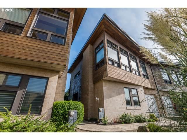 2757 Colony Cir, Bandon, OR 97411 (MLS #20000299) :: Holdhusen Real Estate Group