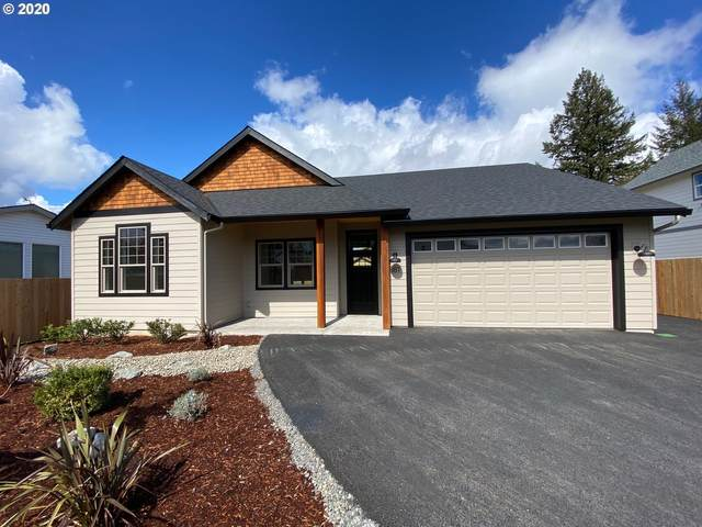 881 SE Darrow Rd, Estacada, OR 97023 (MLS #20099857) :: Matin Real Estate Group