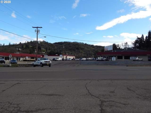 1937 SE Stephens St, Roseburg, OR 97470 (MLS #20112326) :: The Liu Group