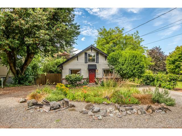 1459 Holly St, West Linn, OR 97068 (MLS #20506623) :: Townsend Jarvis Group Real Estate