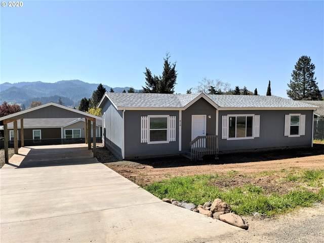 818 NE Madrona Dr, Myrtle Creek, OR 97457 (MLS #20569977) :: Fox Real Estate Group
