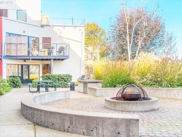 720 NW Naito Pkwy D24, Portland, OR 97209 (MLS #20613241) :: Lux Properties