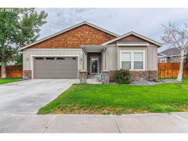2201 NW Overlook Dr, Hermiston, OR 97838 (MLS #21007135) :: The Liu Group