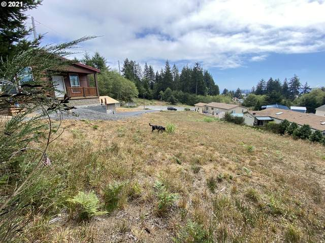 576 Meadow Ln, Brookings, OR 97415 (MLS #21043259) :: Oregon Farm & Home Brokers