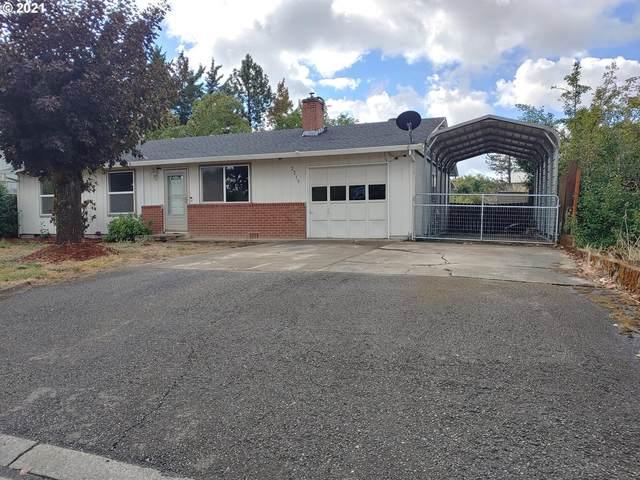 2215 Edna Ave, Roseburg, OR 97471 (MLS #21143077) :: Gustavo Group