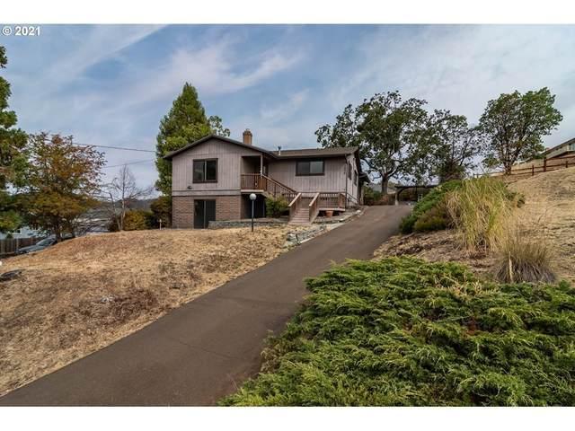 1026 NE Barager Ave, Roseburg, OR 97470 (MLS #21182929) :: Fox Real Estate Group