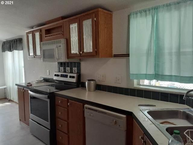 107 NE Athena Ave, Roseburg, OR 97470 (MLS #21209330) :: Fox Real Estate Group