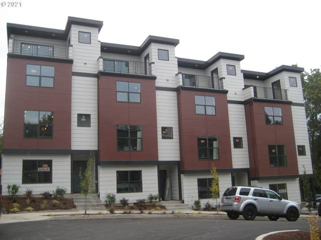 5955 SW 30th, Portland, OR 97239 (MLS #21240178) :: The Haas Real Estate Team